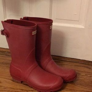 Red Hunter Adjustable strap rain boots